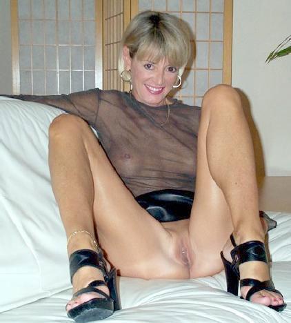 chatte poilue salope femme mature sans culotte